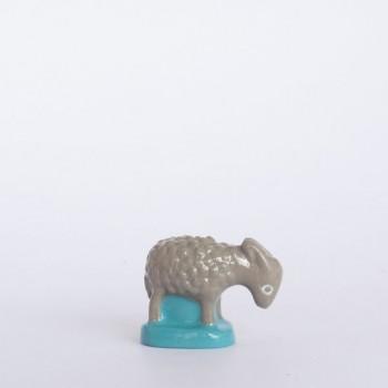 Mouton gris (tête basse)