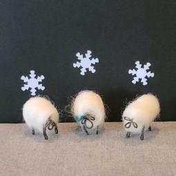 Trio de moutons avec ruban...